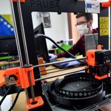 Bibliotekos pradėjo 3D spausdinti apsauginius skydus medikams