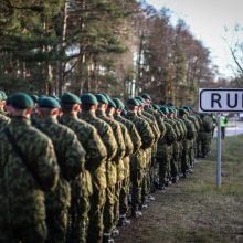 Nuo šaukimo į kariuomenę slapstosi net 9 tūkst. jaunuolių