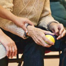 Valstybės kontrolė: esama tvarka neleis slaugytiniems senoliams ilgiau gyventi namuose