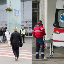 Įvykį matę žmonės buvo sukrėsti – autobusas aikštelėje sutraiškė moteriai koją