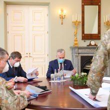 G. Nausėda su gynybos ministru ir kariuomenės vadu aptarė viruso krizės valdymą