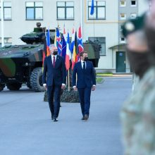 G. Nausėda ir E. Macronas atvyko į Ruklą aplankyti karių