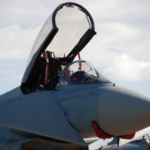 NATO naikintuvai dukart lydėjo Rusijos karinius lėktuvus