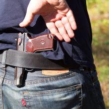 Vilniaus rajone vyras susižalojo ranką legaliai laikomu šautuvu