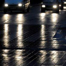 Įspėja vairuotojus: naktį keliuose bus slidu