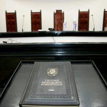 Į KT kreipėsi atleistas pareigūnas: ginčija apribojimus dirbti vidaus tarnyboje