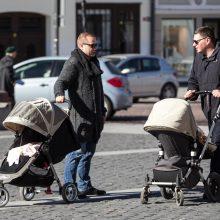 Direktyva privers vyrus mokytis čiūčiuoti kūdikius