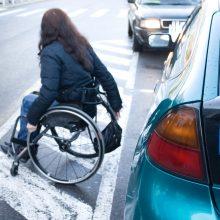 Nuo taršos mokesčio siūloma atleisti negaliųjų transporto priemones