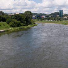 """Vilniuje prie Žaliojo tilto planas """"Skydas"""" – atšauktas, rasta statinė"""
