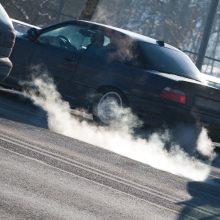 Seime stringa svarstymai dėl taršių automobilių mokesčio