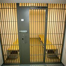 Teismas leido suimti kyšininkavimu įtariamą advokatą ir policininką