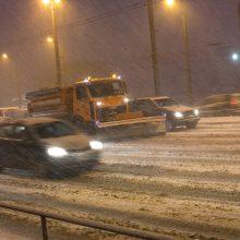 Kelininkai įspėja: eismo sąlygas sunkina lijundra ir plikledis