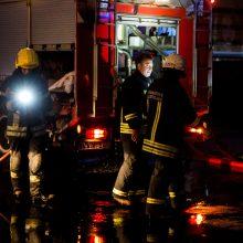 Vilniaus rajone atvira liepsna dega namas