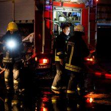Naktį Klaipėdoje atvira liepsna degė butas: evakuoti gyventojai