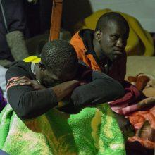 Prie Italijos krantų išgelbėti 143 migrantai, dar 20 žmonių dingo