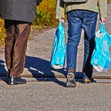 Prekybininkams už maišelių dalijimą grės tūkstantinės baudos