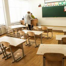 Pradinukams į mokyklas grįžti leista, bet klasės kol kas lieka tuščios