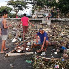 Filipinus Kalėdų švenčių įkarštyje nusiaubė atogrąžų audra