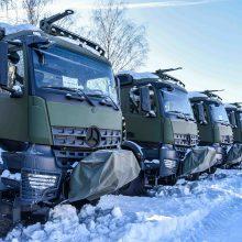 Kariuomenės pirkinys – 15 specialiosios paskirties vokiškų sunkvežimių