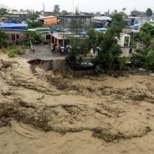 Per potvynius Indonezijoje ir Rytų Timore žuvo mažiausiai 75 žmonės