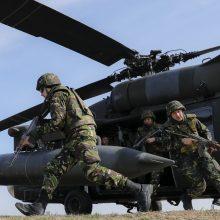"""Lietuva už 300 mln. eurų pirks šešis JAV sraigtasparnius """"Black Hawk"""""""