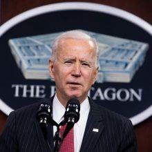 J. Bidenas nurodė persvarstyti JAV karinę strategiją Kinijos atžvilgiu