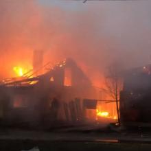 Vilniuje – ugnies siautulys: liepsnos suniokojo net tris pastatus