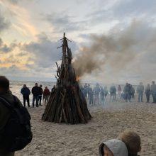 Baltijos jūros pakrantę nušvietė simboliniai laužai