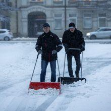 Antrą parą drebia sniegą: tarnybos dirba be perstojo, į talką kviečiami ir vilniečiai