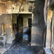Sūnus su siaubu prisimena gaisrą: jei ne mama, šarvojimo salėje būtų trys karstai