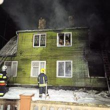 Prakalbo apie tragišką gaisrą Radviliškio rajone: seserį bandęs gelbėti brolis ėmė dusti nuo dūmų
