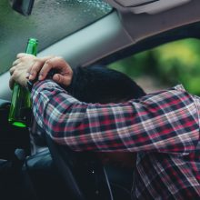 Alytaus rajone sustabdytas mirtinai girtas vairuotojas atsidūrė areštinėje