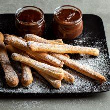"""Nuostabūs skoniai: """"Foccacia"""" tešla ir picos lazdelės su šokoladiniais kremais"""