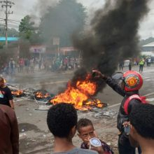 Indonezijoje protestuotojai padegė Vakarų Papua parlamentą