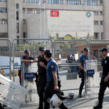 Turkijos vyriausybė iš pareigų pašalino kurdus rėmusius merus