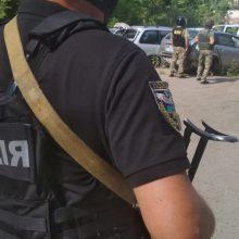 Ukrainoje ginkluotas užpuolikas paleido savo įkaitą ir paspruko
