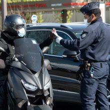 Prancūzijoje vyras mirtinai subadė du žmones: dar septyni sužeisti