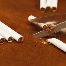 Muitininkai sulaikė 1,4 mln. eurų vertės rūkalų kontrabandą: vežta  medžio drožlių plokštėse