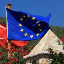 ES tikisi iki birželio pabaigos atšaukti laisvo judėjimo suvaržymus