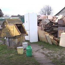 Kaimynai abejingi neliko: kilus gaisrui name, iki atvykstant ugniagesiams vandenį pylė kibirais