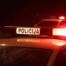 Sulaikytas neblaivus vyras apgadino policijos automobilį
