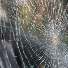 Sostinėje išdaužus durelių stiklą apšvarintas BMW