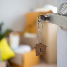 Dėl elektros gedimo šeima nuomojasi butus: kada sugrįš į savus namus, nežino