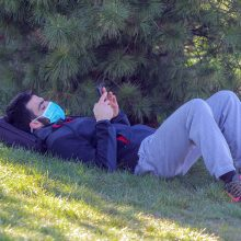 Pavasarinės alergijos simptomus gali sumažinti ne tik vaistai
