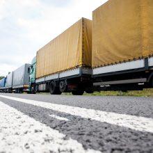 Kritinė situacija dėl tolimųjų reisų vairuotojų: vieni kapituliuoja, kiti išsikrausto svetur