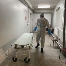 Šauliai – COVID-19 zonoje: perveža ne tik ligonius, bet ir viruso pakirstų aukų kūnus