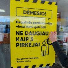 Žadama leisti dirbti daliai parduotuvių ir smulkioms paslaugų įmonėms
