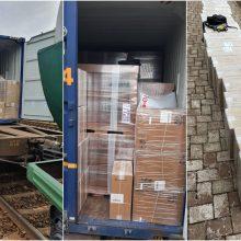 Sulaikyta iš Baltarusijos vagone atgabenta rūkalų kontrabanda: du asmenys bandė sprukti