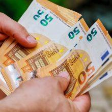 Į namus atėję sukčiai iš vyro išviliojo 10 tūkst. eurų ir dokumentus