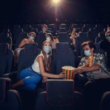 Duris atveriančiuose kino teatruose – griežti reikalavimai: veidą apsidengus šaliku neįleis